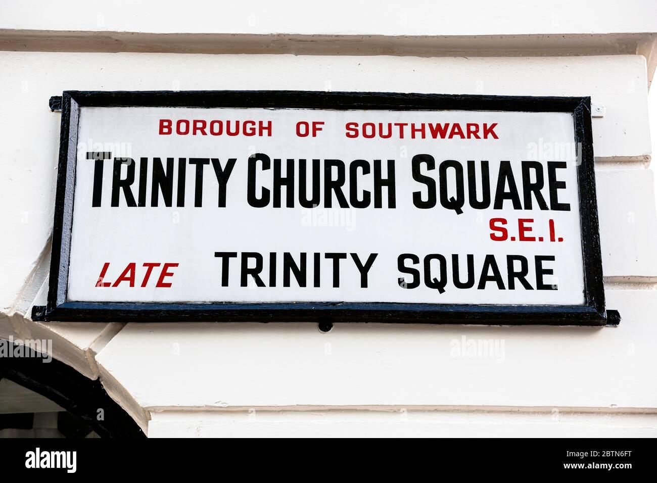 Señal de nombre de calle para Trinity Church Square en el área del Borough en el Borough de Londres de Southwark Foto de stock