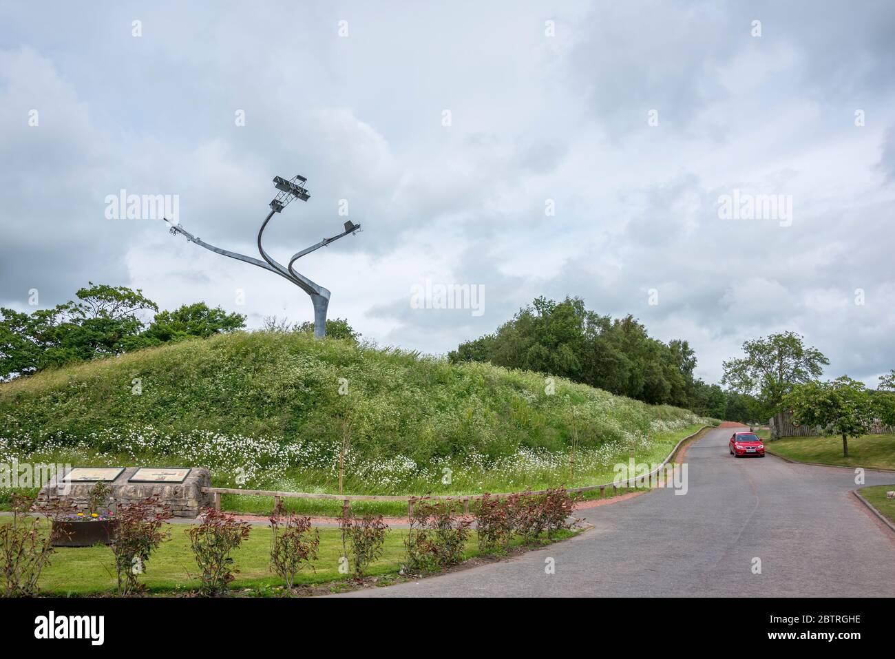 La escultura del Espíritu de Vuelo en la cerradura de Lanark que conmemora el espectáculo aéreo de Lanark de 1910. Foto de stock