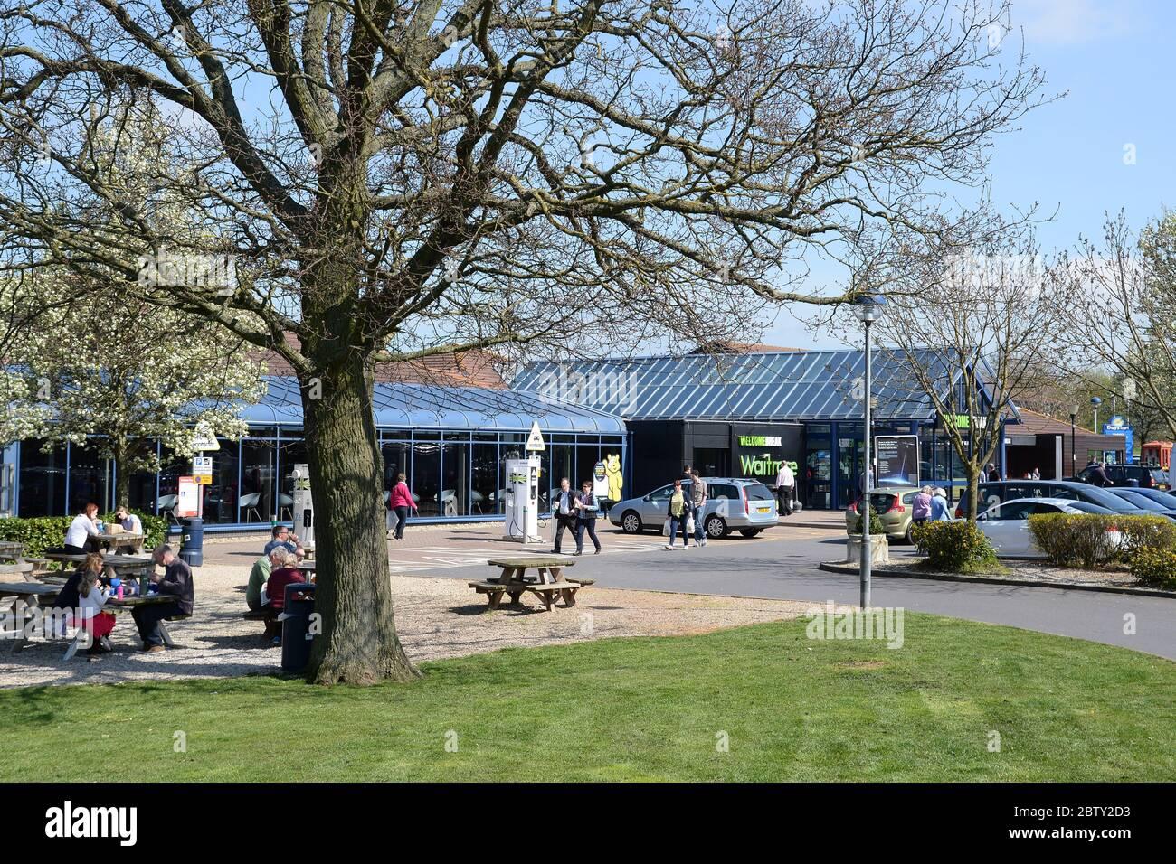 La estación de servicio de la autopista Welcome Break en la M40 cerca de Warwick. Foto de stock