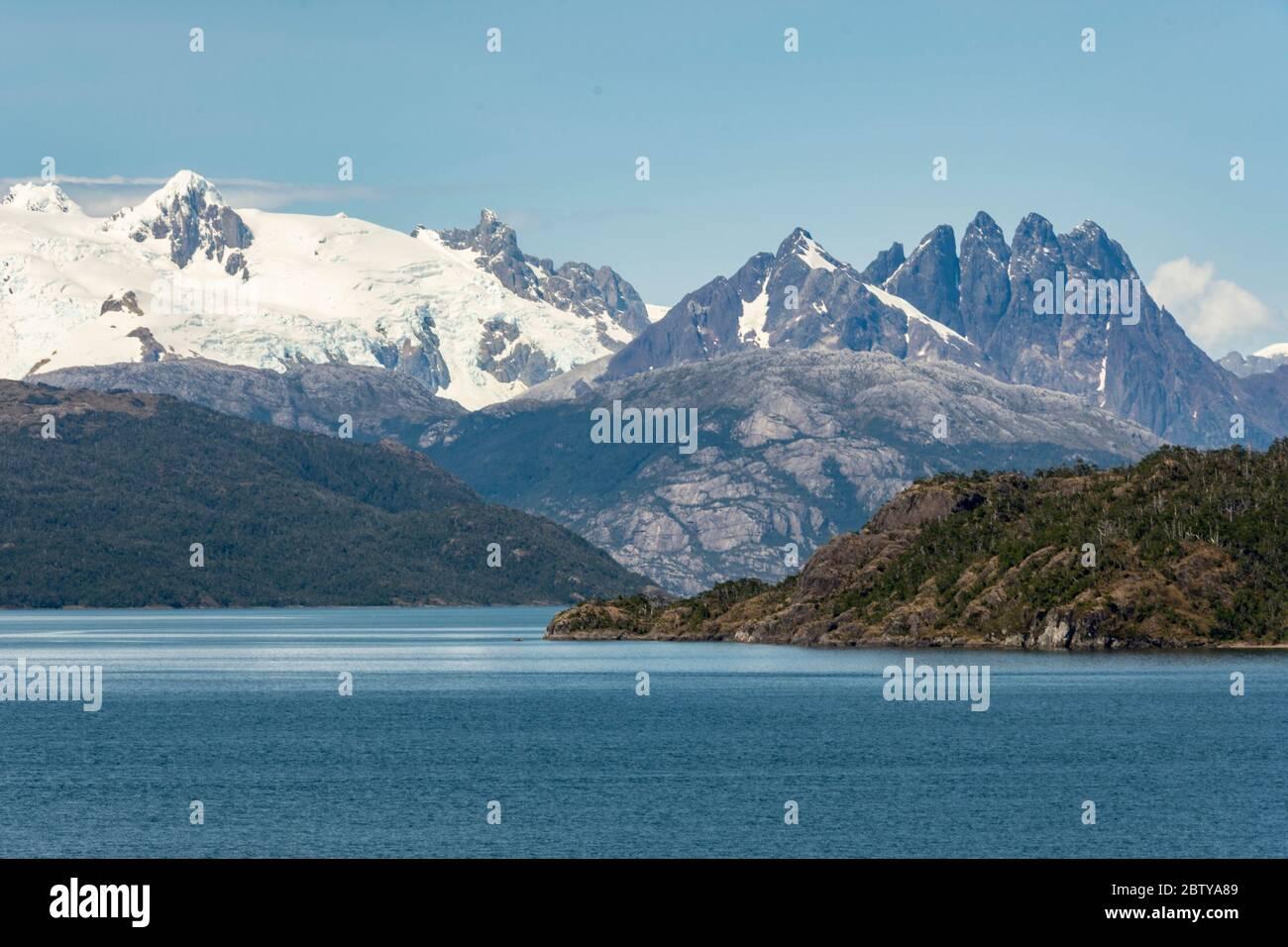 Amalia Fjord y Glaciar Skua, Fjords chilenos, Chile, Sudamérica Foto de stock