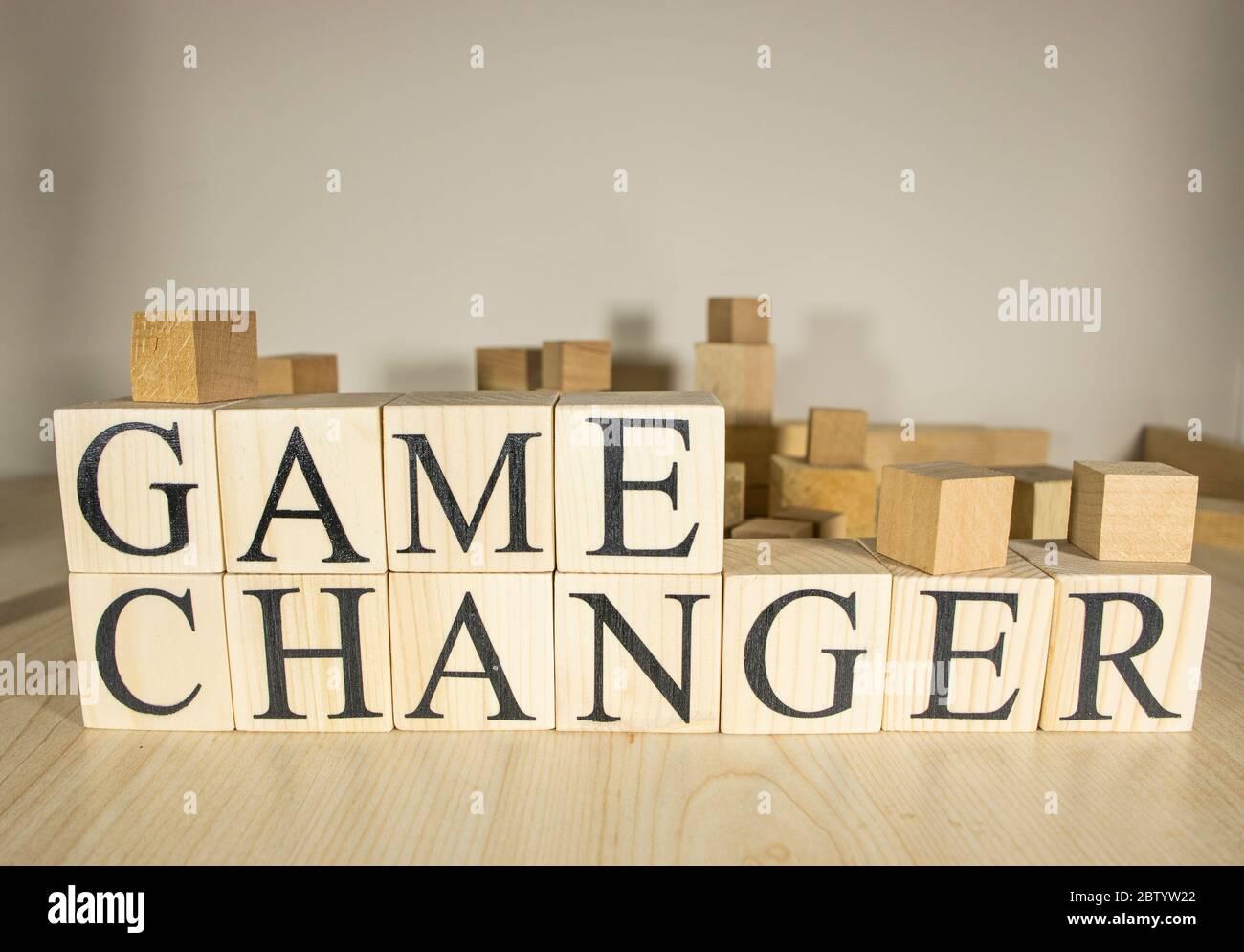 Texto de cambio de juego en bloques de cubo de madera. De cerca. Foto de stock