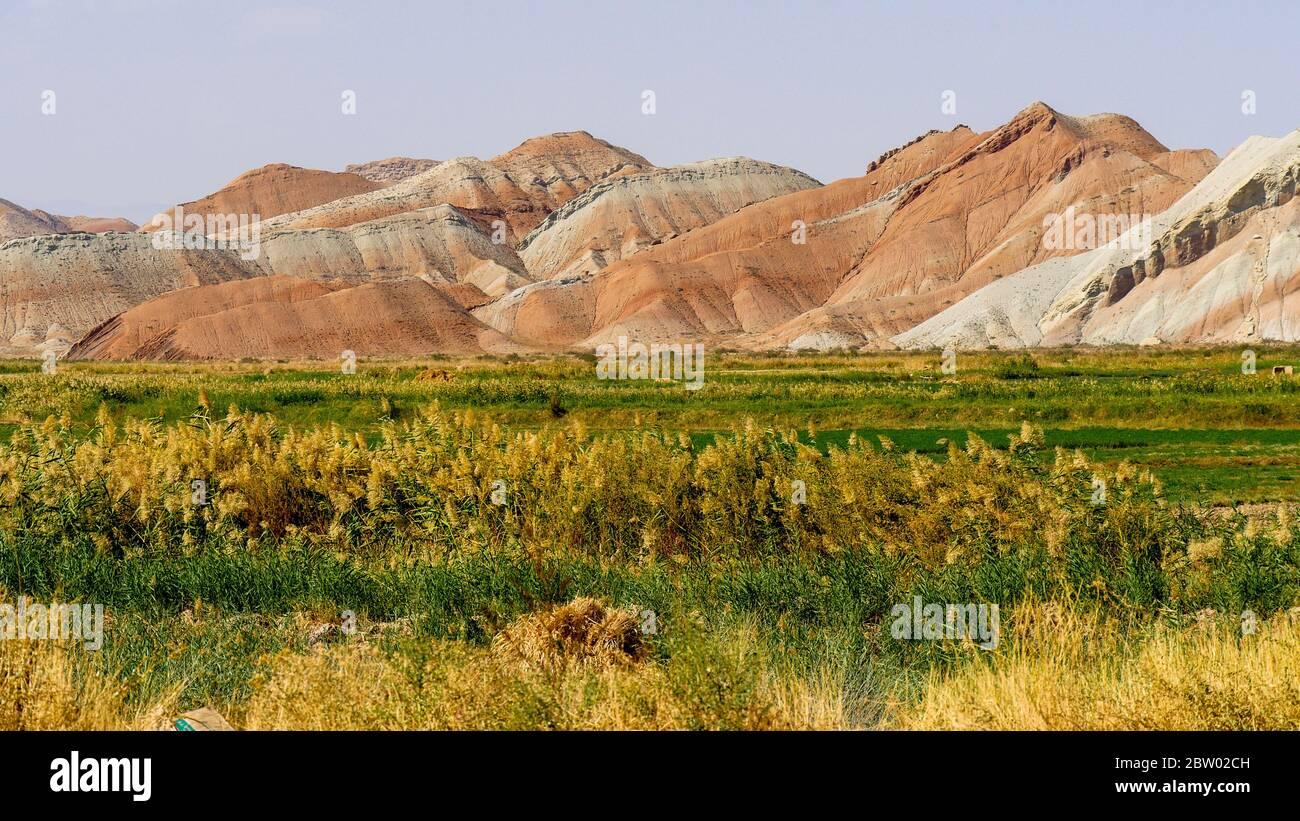 Montañas de colores en la provincia de Tabriz (Irán) Foto de stock