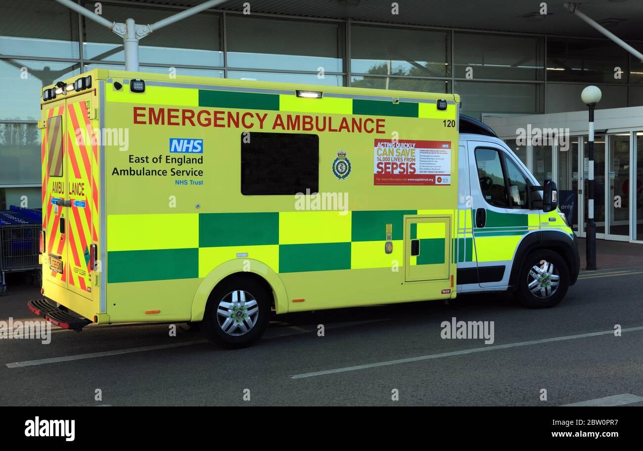 Ambulancia de emergencia, NHS, Servicio de ambulancia del este de Inglaterra, Norfolk, Reino Unido, ambulancias Foto de stock