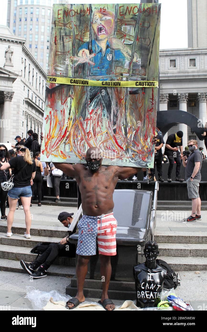 29 de mayo de 2020, Nueva York, Nueva York, EE.UU.: Foley Square N.Y.C. manifestantes que se manifiestan con respecto a la muerte de George Floyd por los oficiales de policía de Minneapolis. Un grupo de manifestantes caminan por el Puente de Brooklyn hasta el Centro Barclays. 29/2020/05 (imagen de crédito: © Bruce Cotler/ZUMA Wire) Foto de stock
