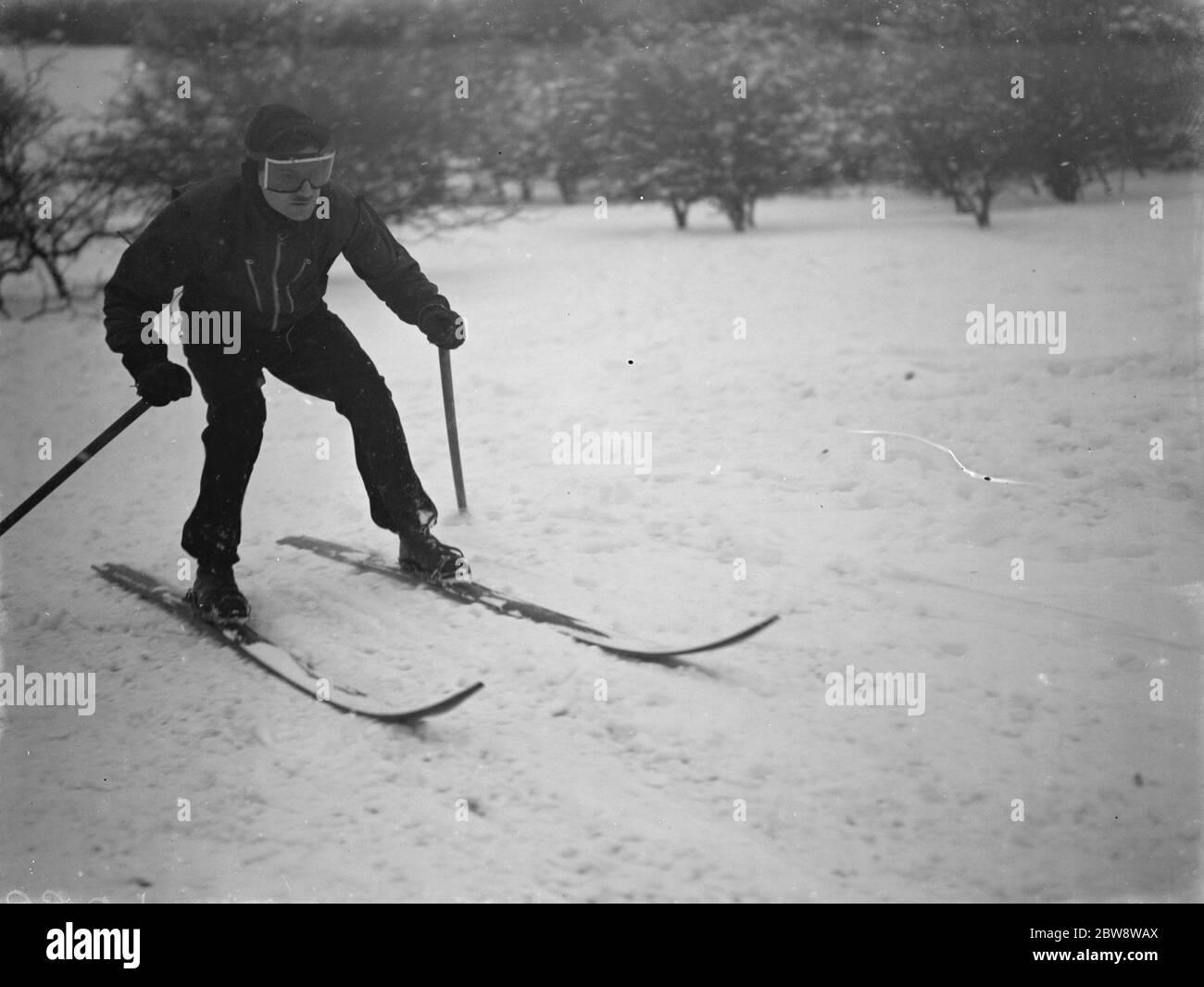 Esquí en Eynsford Hills en Eynsford, Kent. 1938 Foto de stock