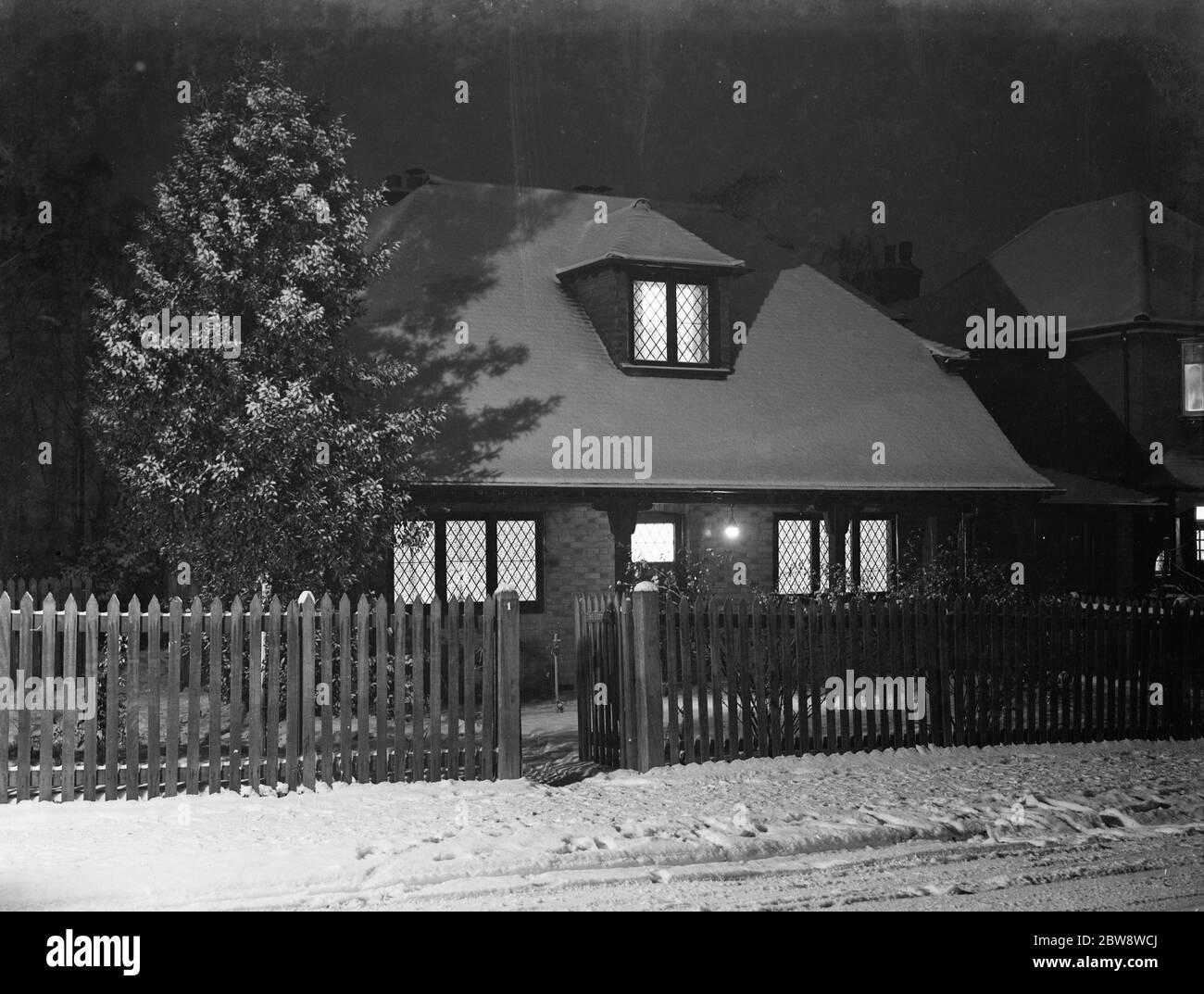 La Casa , nr 1 en Birchwood Avenue , Sidcup , Kent , cubierta de nieve. Diciembre de 1938 Foto de stock