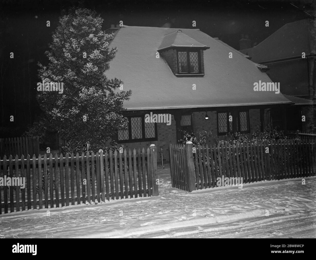 La Casa , nr 1 en Birchwood Avenue , Sidcup , Kent , cubierta de nieve. Diciembre 1938 Foto de stock