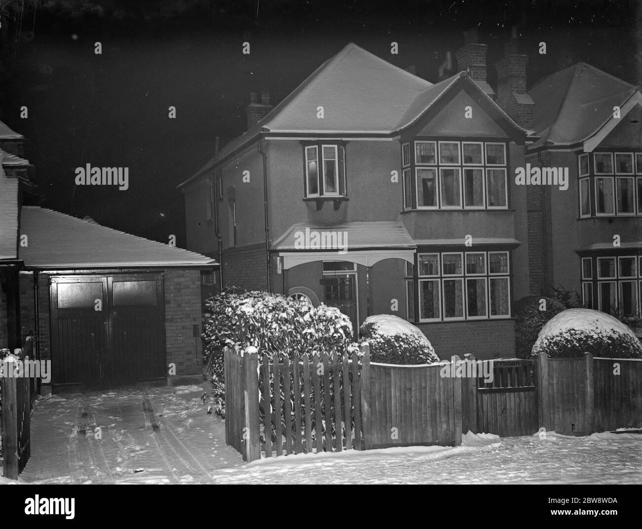 Nr 3 en Birchwood Avenue , Sidcup , Kent , cubierto de nieve . Diciembre de 1938 Foto de stock