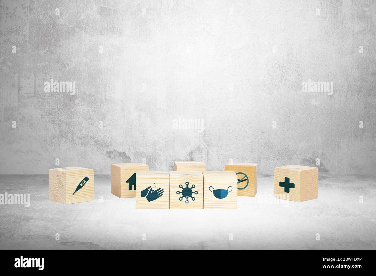 Protección contra coronavirus. Bloques de madera con métodos para prevenir la infección por coronavirus. Concepto médico y farmacéutico, protección de la salud y. Foto de stock