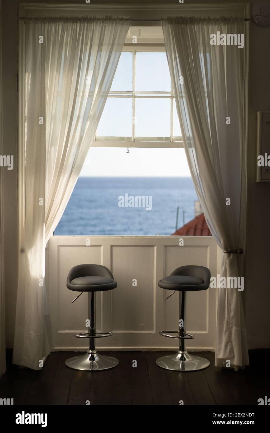 Dos Cortinas Blancas Fotos e Imágenes de stock Alamy