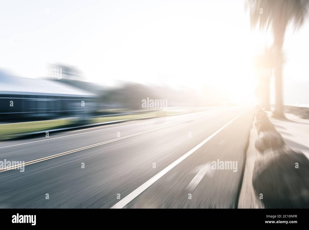 Vacía el asfalto rural con sunbeam Foto de stock