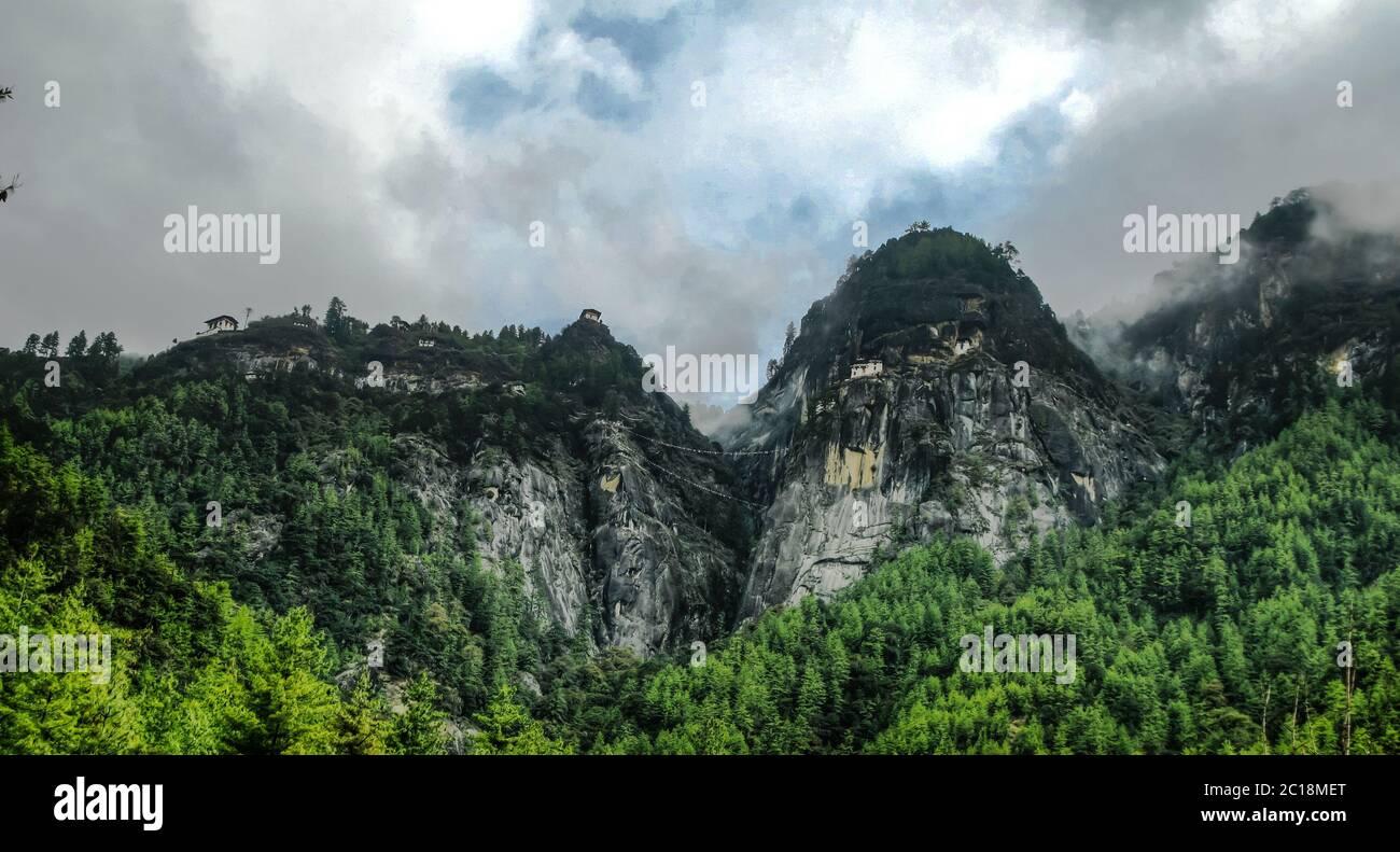 Panorama Paro valle Taktsang lakhang alias Tigress nido monasterio Bután Foto de stock