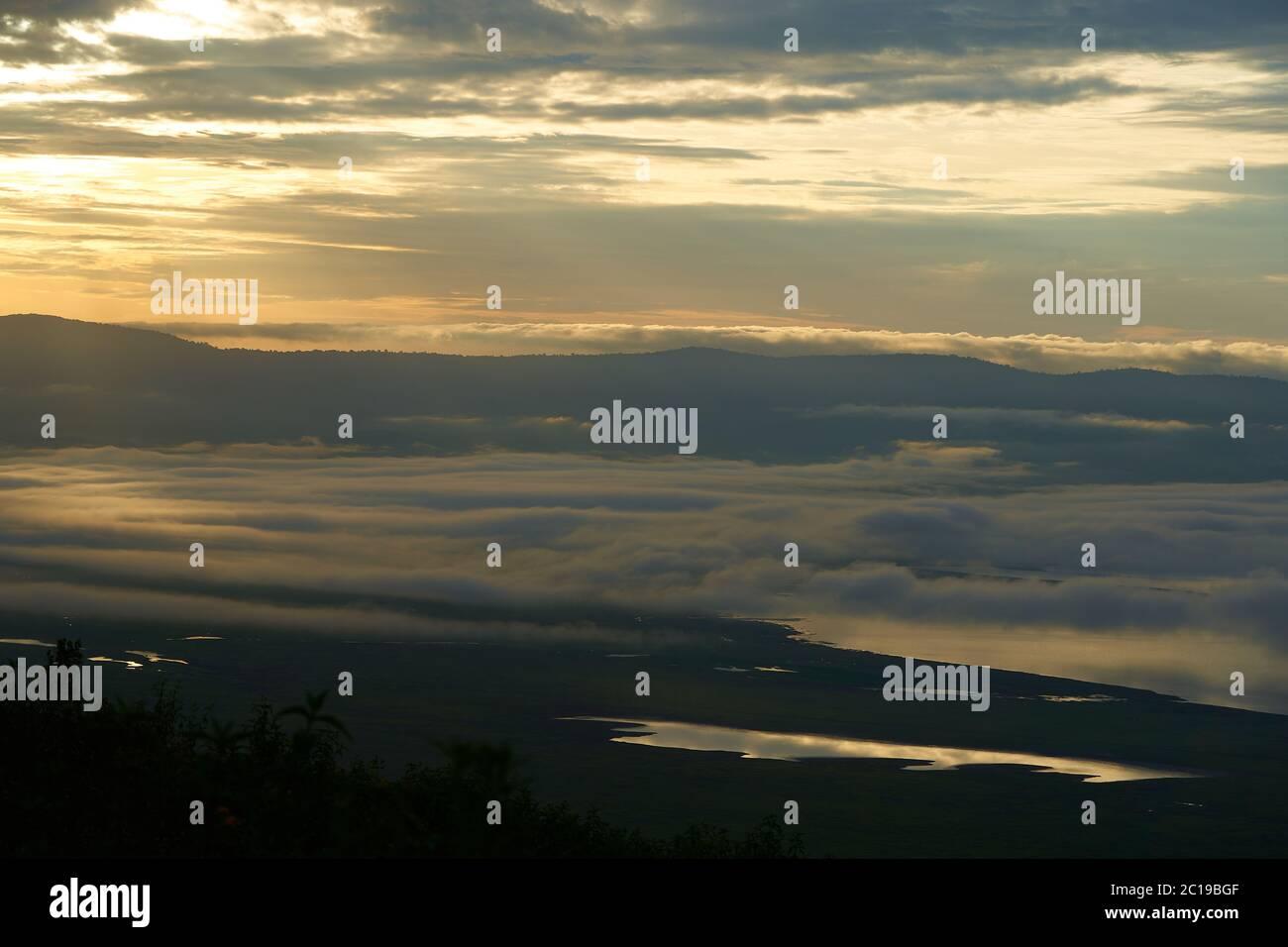 Ngorongoro Crater Tanzania Serengeti África mañana paisaje paisaje paisaje escénico amanecer Foto de stock