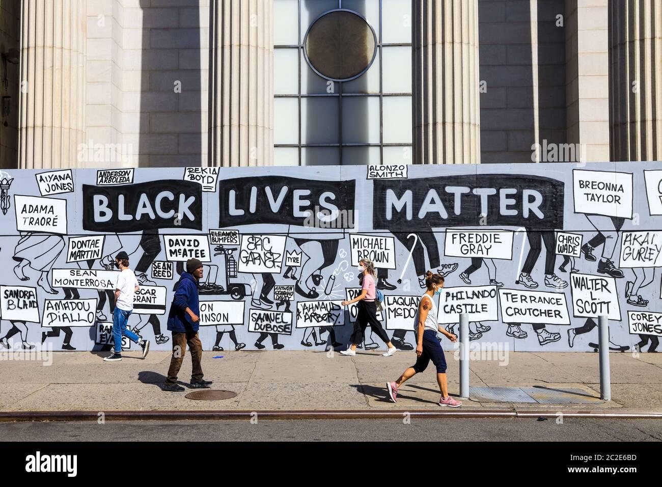 Mural contra el racismo y con frases vidas negras la materia se ve en Nueva  York