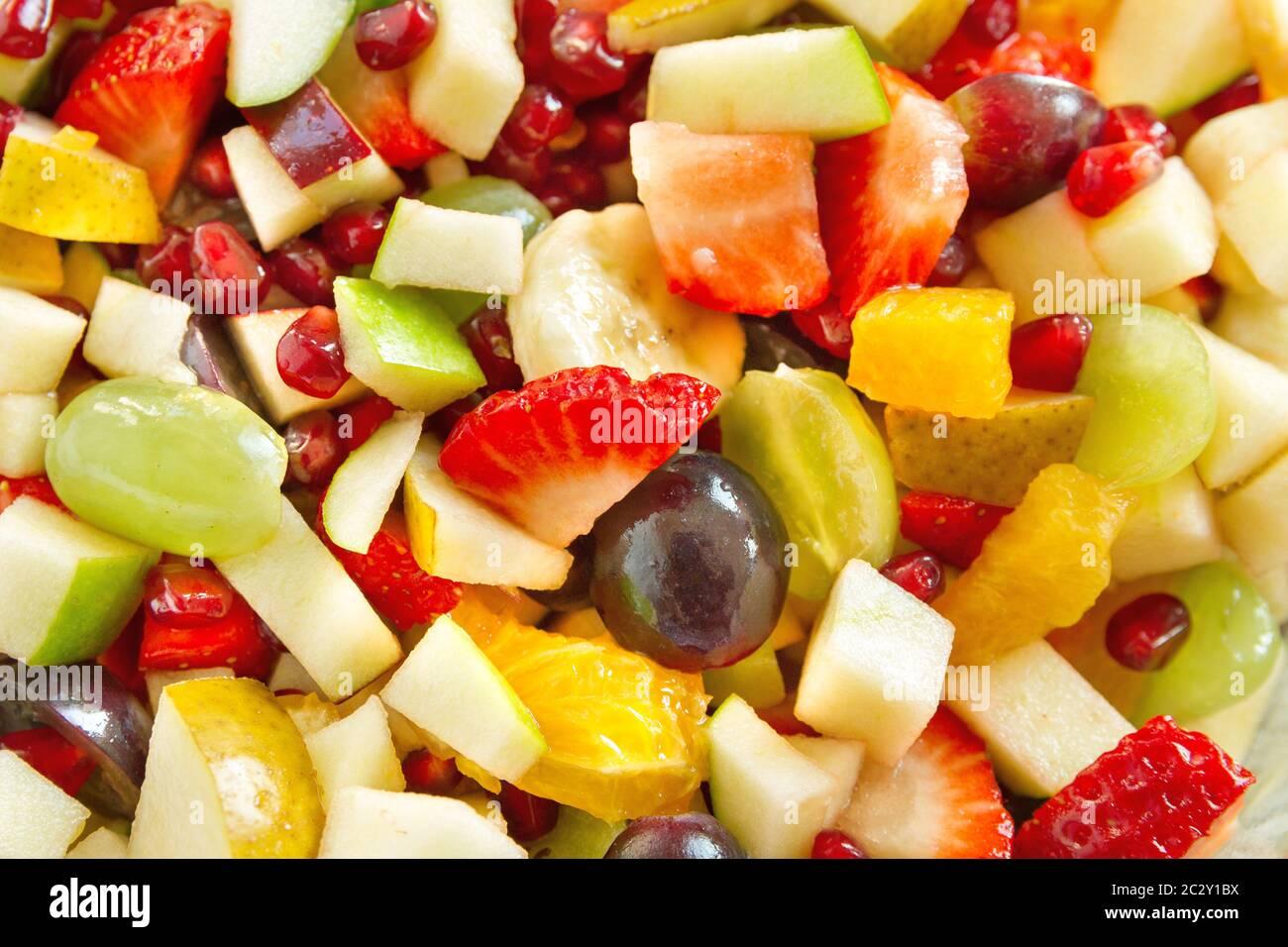 Ensalada De Frutas Con Muchas Frutas Cortadas Diferentes Fotografía De Stock Alamy