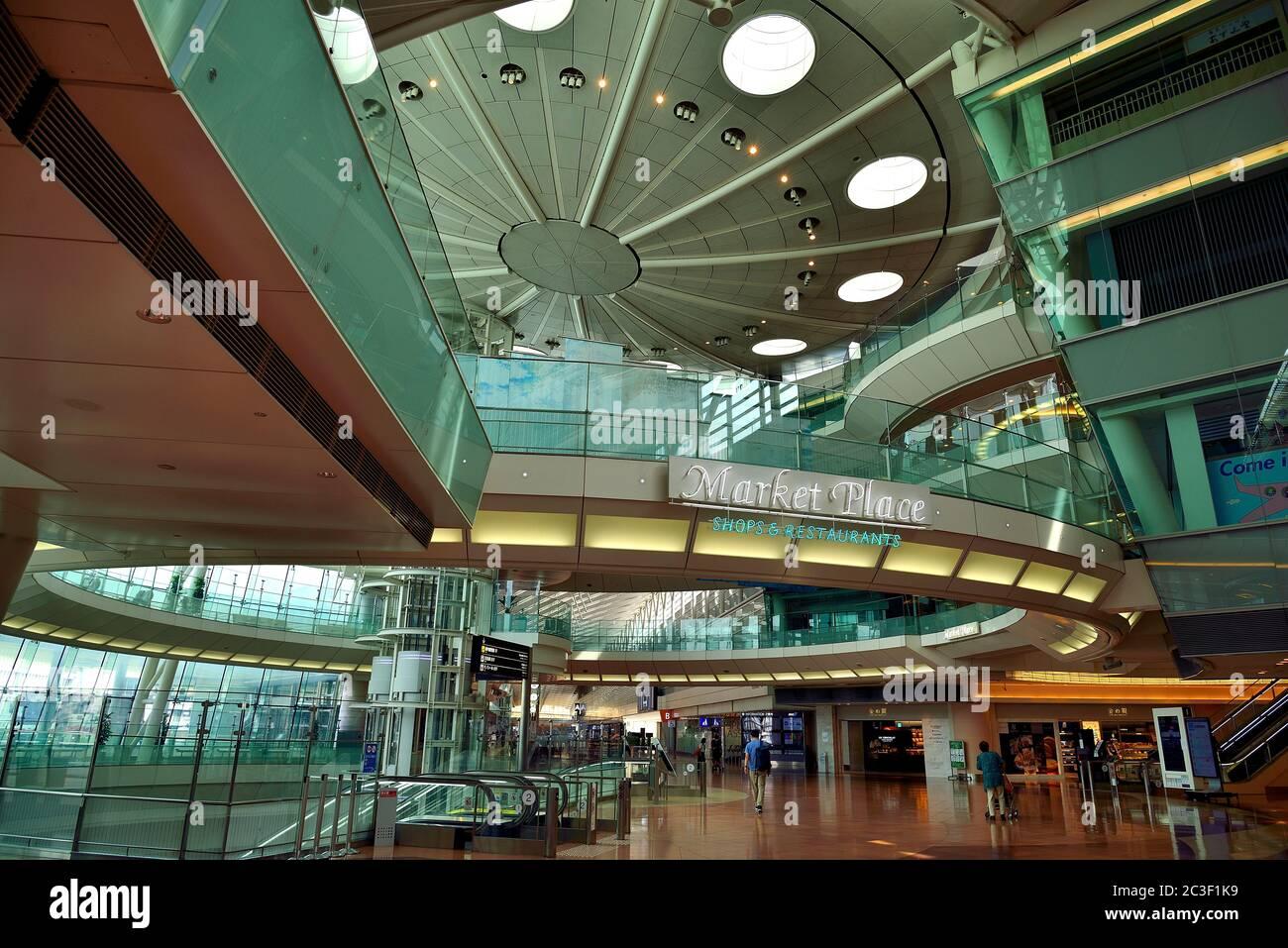 Empty, Terminal 2, Aeropuerto Haneda, Tokio, Japón Foto de stock