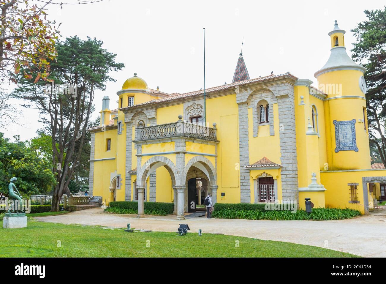 Museo Condes de Castro Guimarães (Torre de S. Sebastião), Cascais, Lisboa, Portugal. Arquitectura : Neomromanticismo & Neogótico Foto de stock