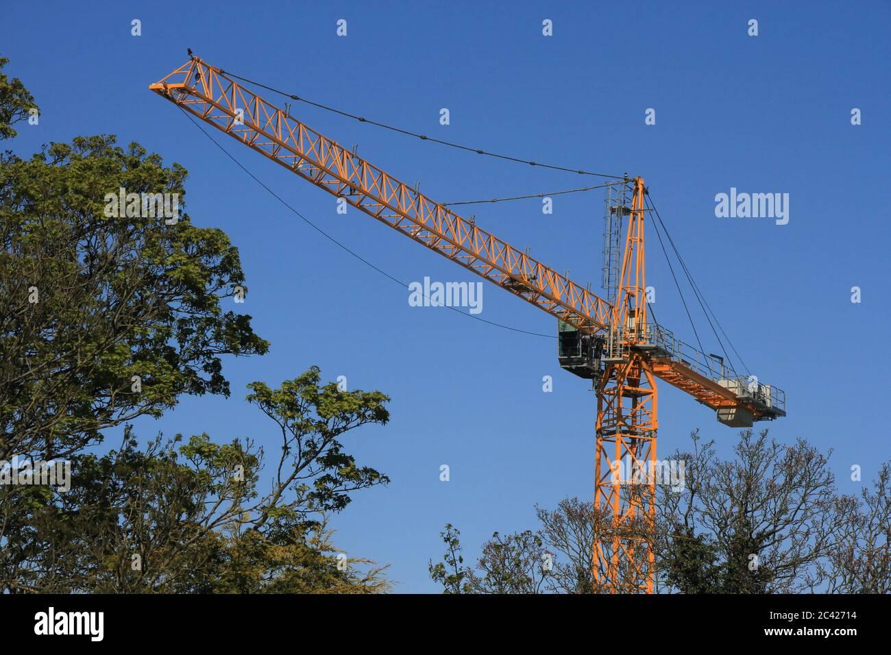 Grúa - construcción en zonas rurales Foto de stock