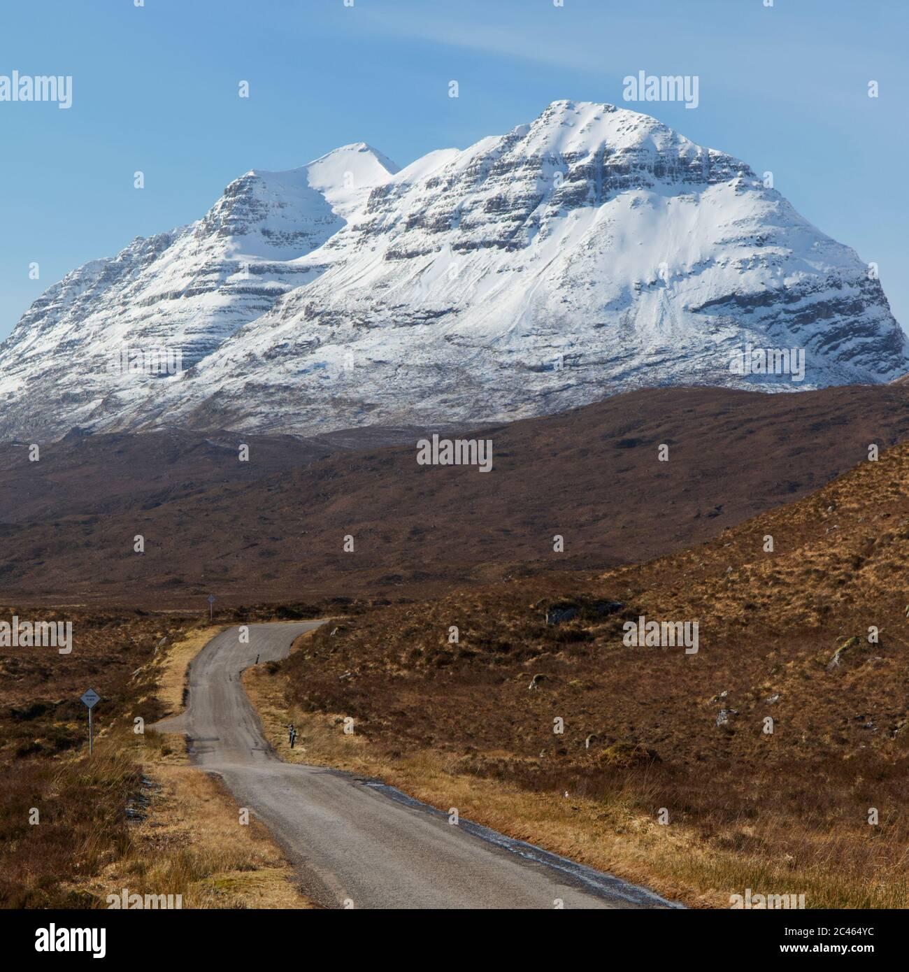 Vía única a través de Torridon, Highland Escocia Foto de stock
