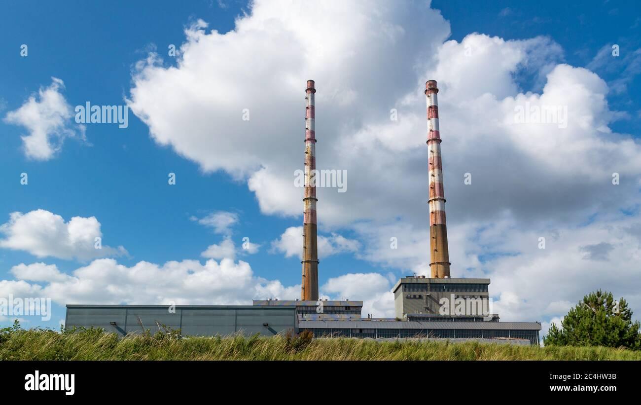 Las chimeneas Poolbeg en Dublín, Irlanda Foto de stock