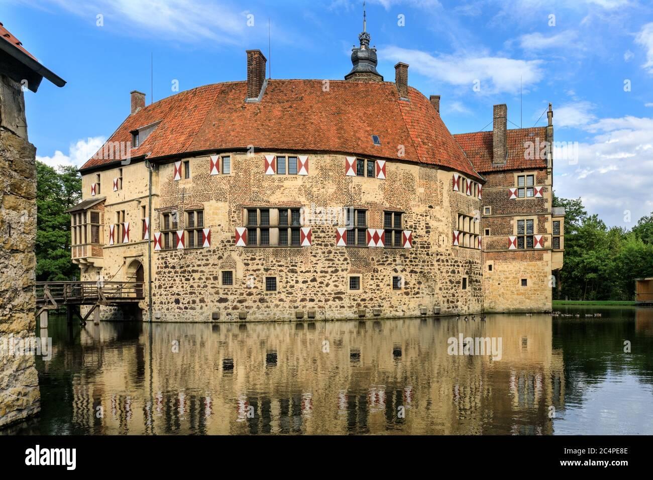 Castillo de Vischering, Burg Vischering, castillo medieval en la región de Münster, Lüdinghausen, NRW, Alemania Foto de stock
