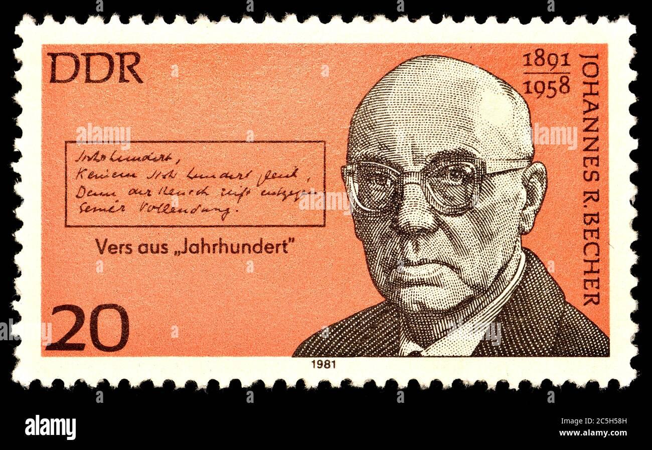 Sello postal de Alemania Oriental (1981) : Johannes Robert Becher (1891 – 1958) político, novelista y poeta alemán. Foto de stock