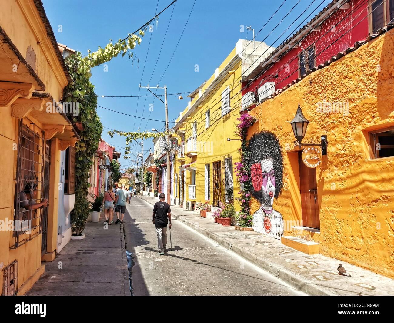 Coloridas calles de Getsemani en Cartagena, Colombia Foto de stock