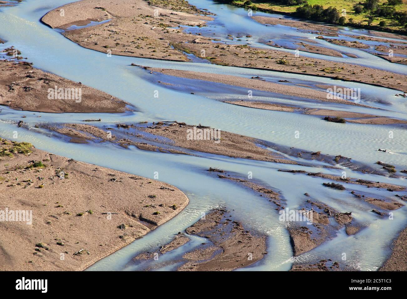 El río cierra Fitz Roy, el Chalten, Patagonia, Argentina Foto de stock