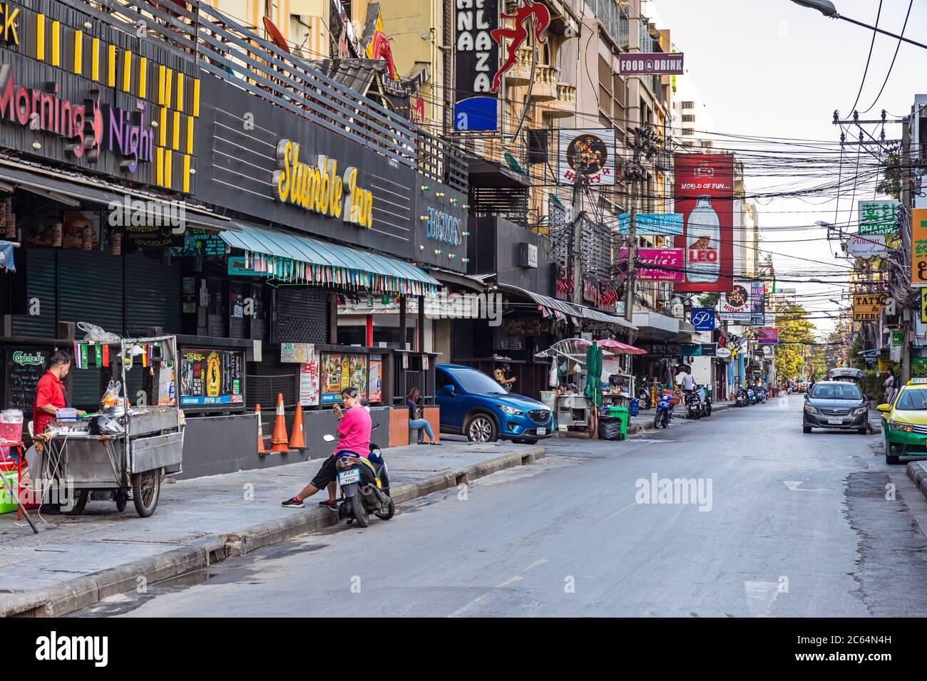 Distrito de luz roja de Soi Nana durante la pandemia de Covid 19, Bangkok, Tailandia Foto de stock