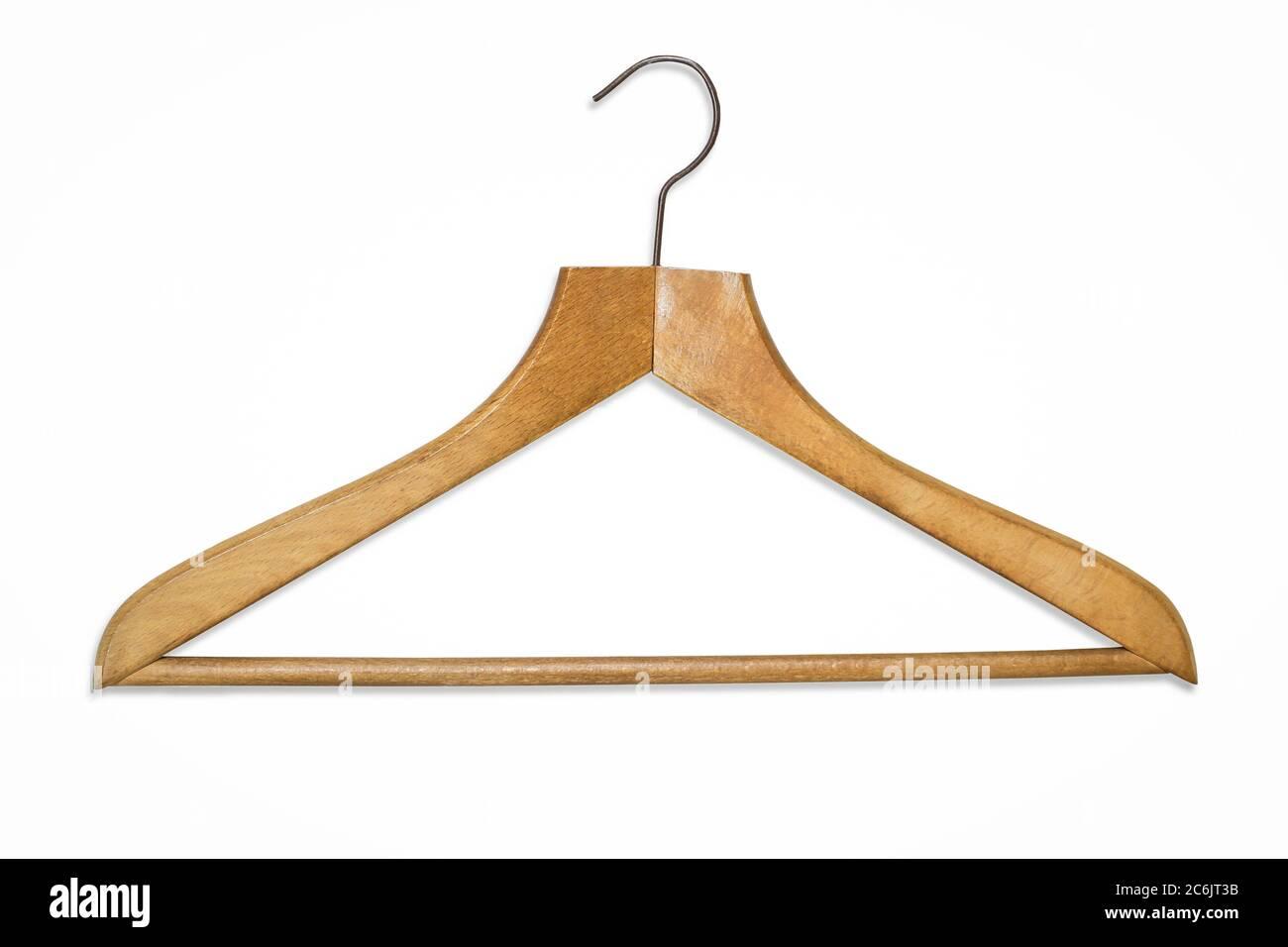 Percha de madera con gancho metálico aislada sobre fondo blanco Foto de stock