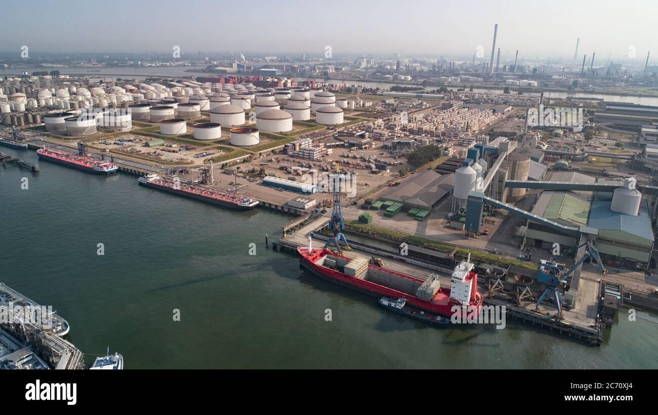 Planta de refinería de petróleo de la zona industrial, Vista aérea Foto de stock