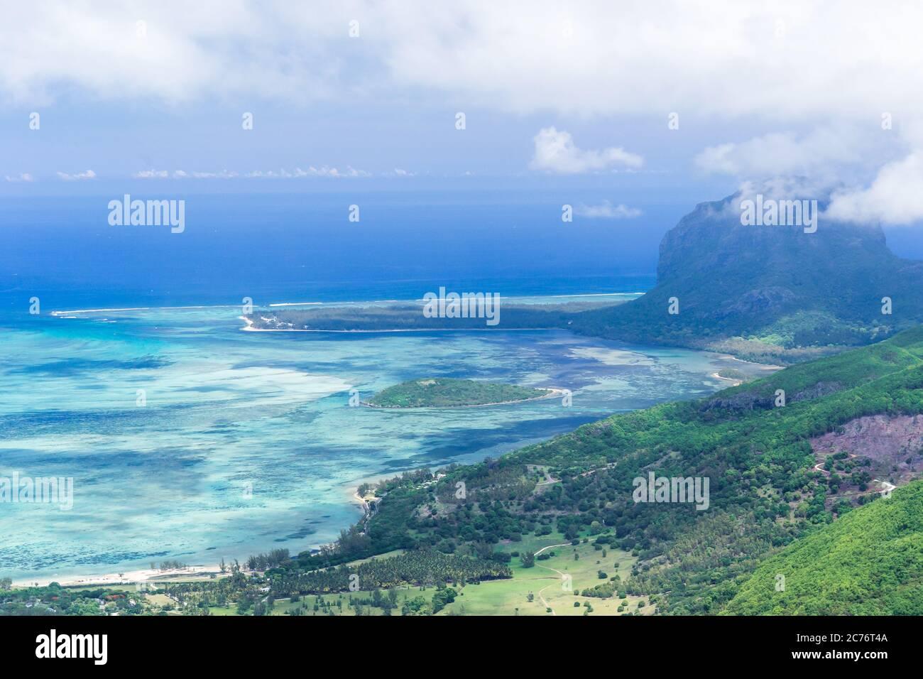 Vista aérea de la península de le Morne Brabant. Paisaje de Mauricio Foto de stock