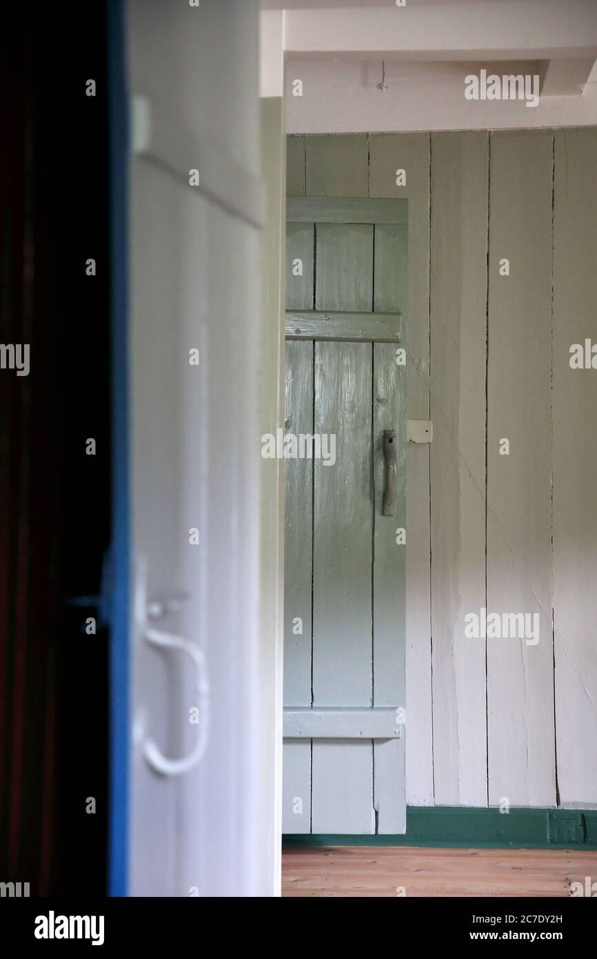 Puertas de madera de la cocina de la granja de la granja de Hoyvíksgarður.Museo al aire libre.Museo Nacional de las Islas Feroe.Torshavn.Streymoy.Islas Feroe.Territorio de Dinamarca Foto de stock