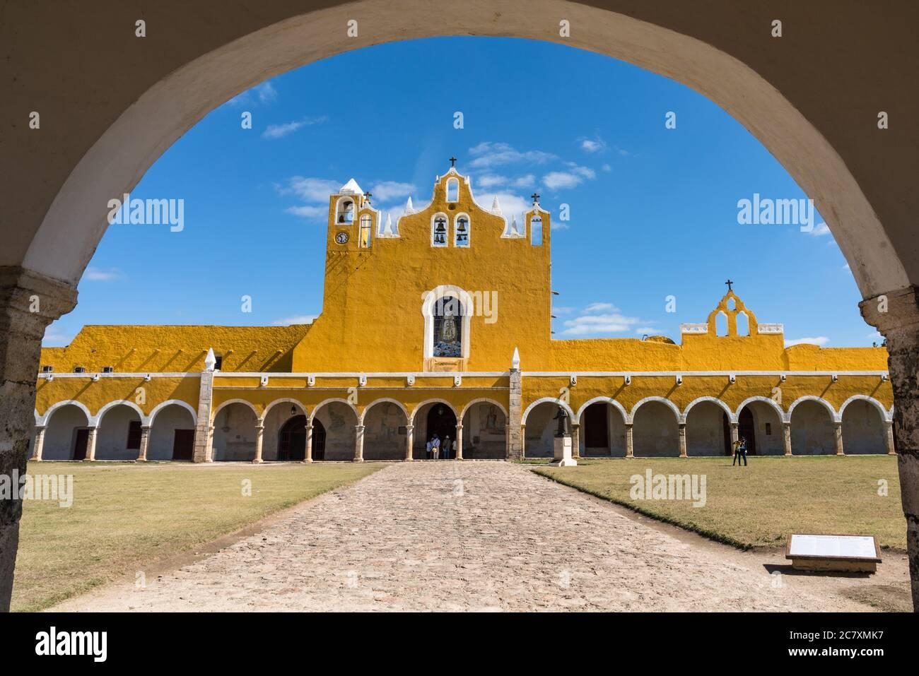 El Convento de San Antonio o San Antonio de Padua fue fundado en 1549 y completado en 1562. Fue construido sobre la base de una gran pirámide maya. Foto de stock