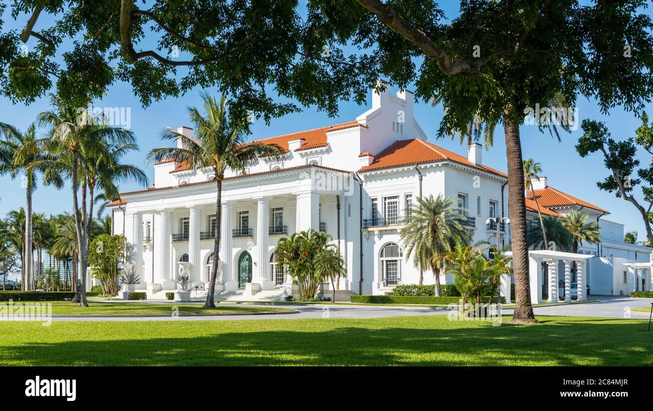 Fachada exterior de la antigua mansión en Florida Foto de stock