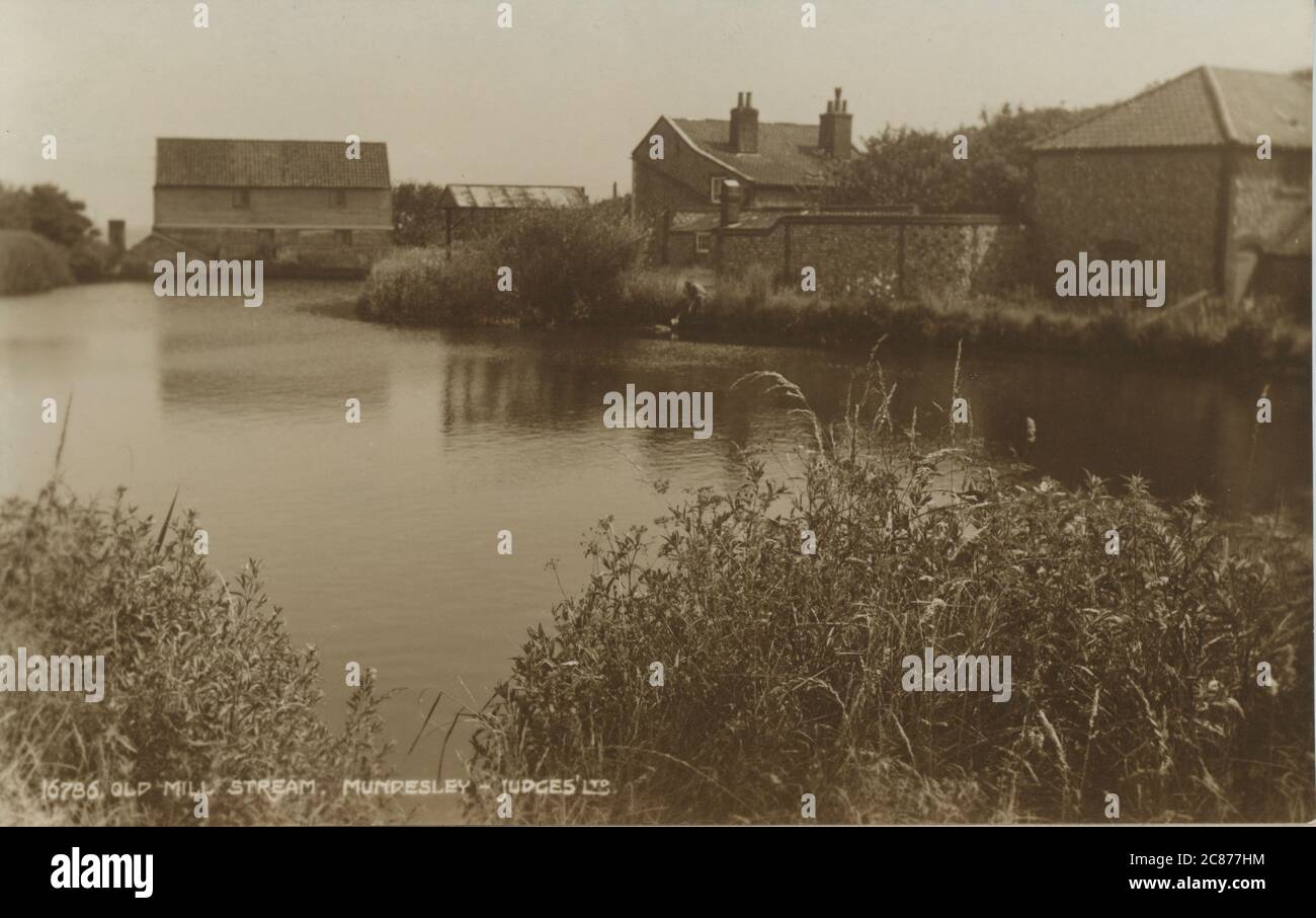 El Old Mill Stream, Mundseley, Cromer, Norfolk, Inglaterra. Foto de stock