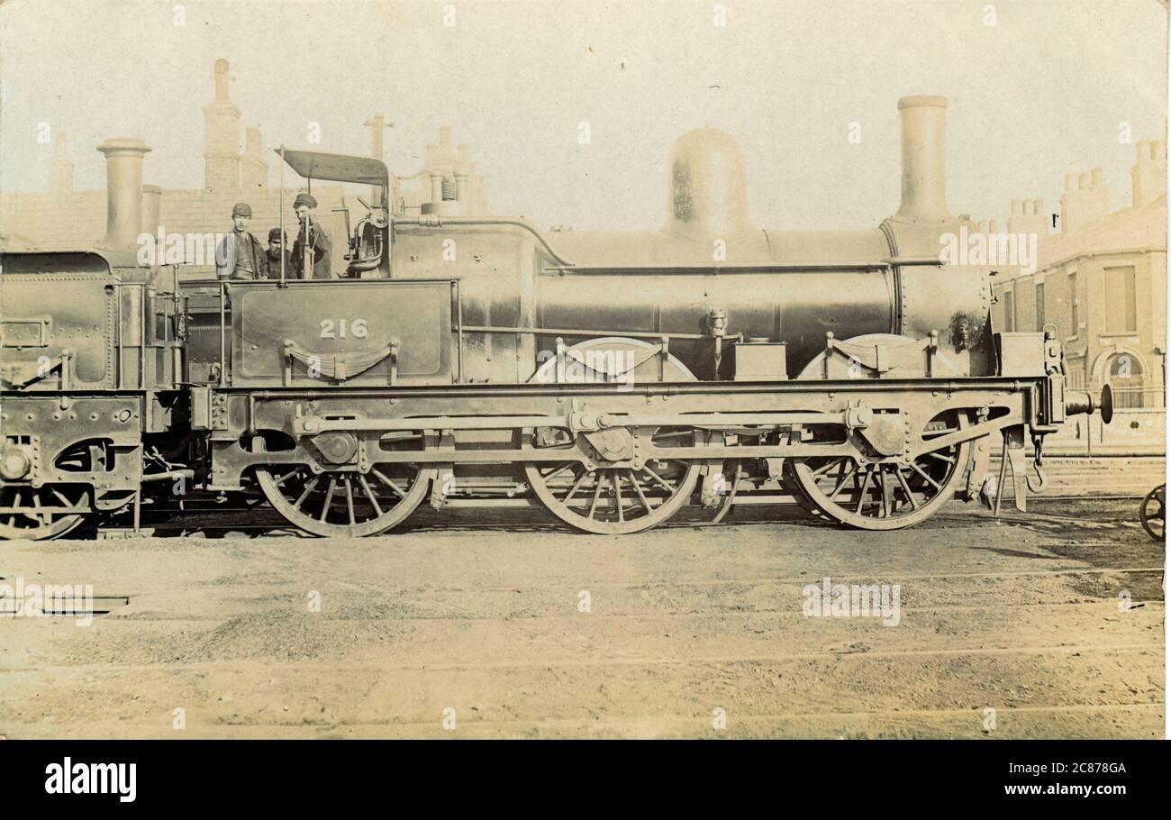 Locomotora ferroviaria no 216 (MS&LR) - (Manchester, Sheffield y Lincolnshire Railway), Inglaterra. Fecha: 1900 Foto de stock