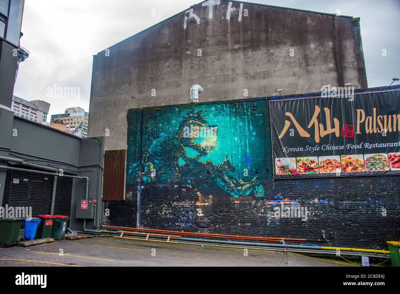 Graffiti, arte callejero en un patio trasero en Auckland Foto de stock