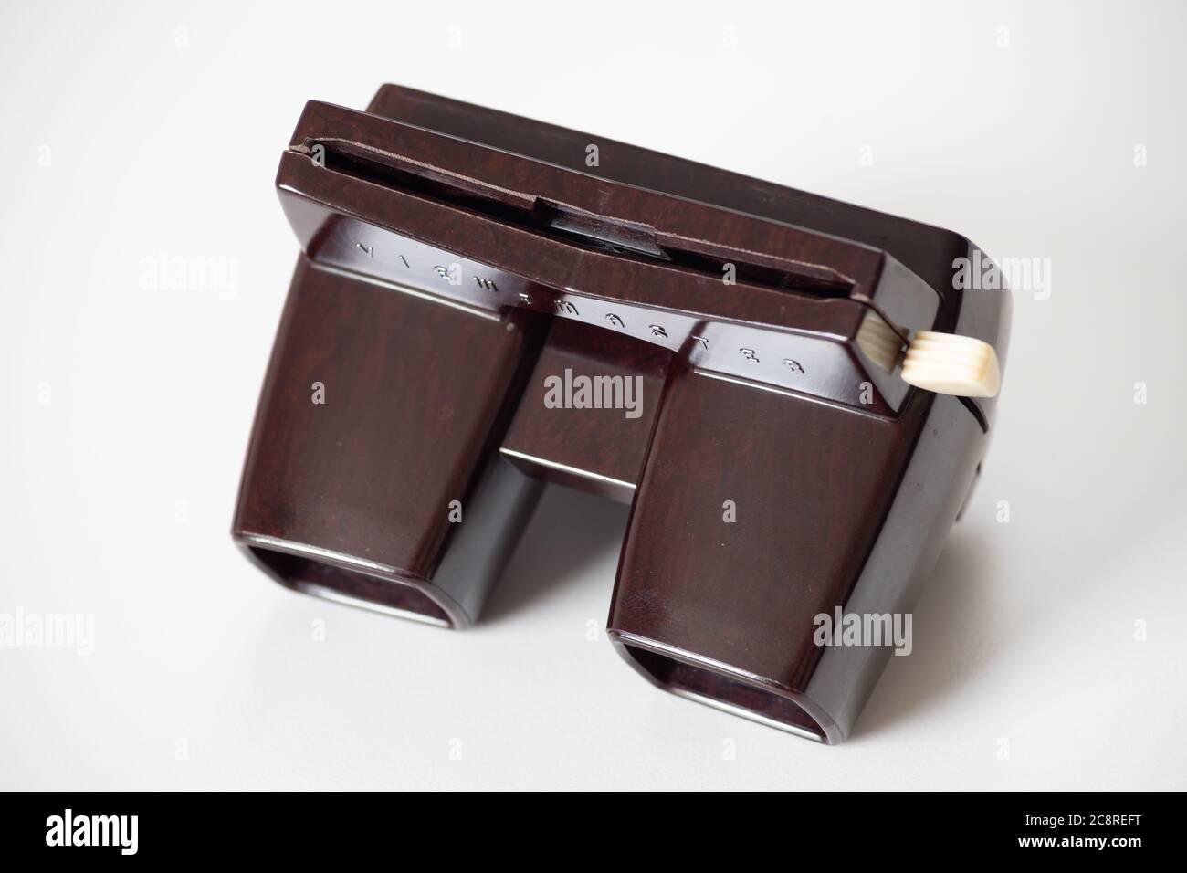 Viewmaster (o View-Master) modelo E bakelite 3D película de diapositivas carrete de la década de 1950/60 Foto de stock