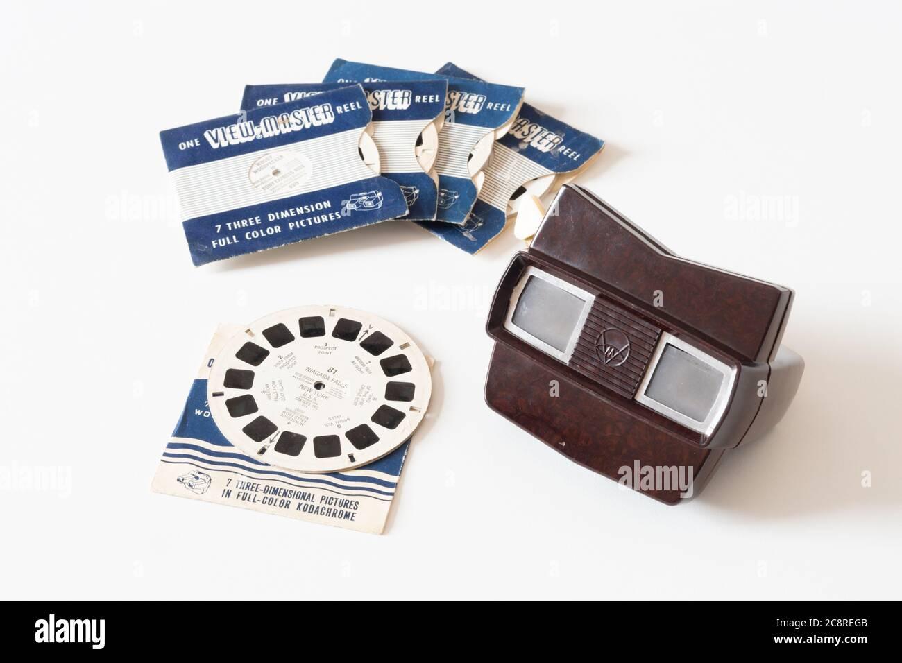 Viewmaster (o View-Master) modelo E bakelite 3D carrete de película de diapositivas de los años 50/60 con carretes de película kodachrome Foto de stock