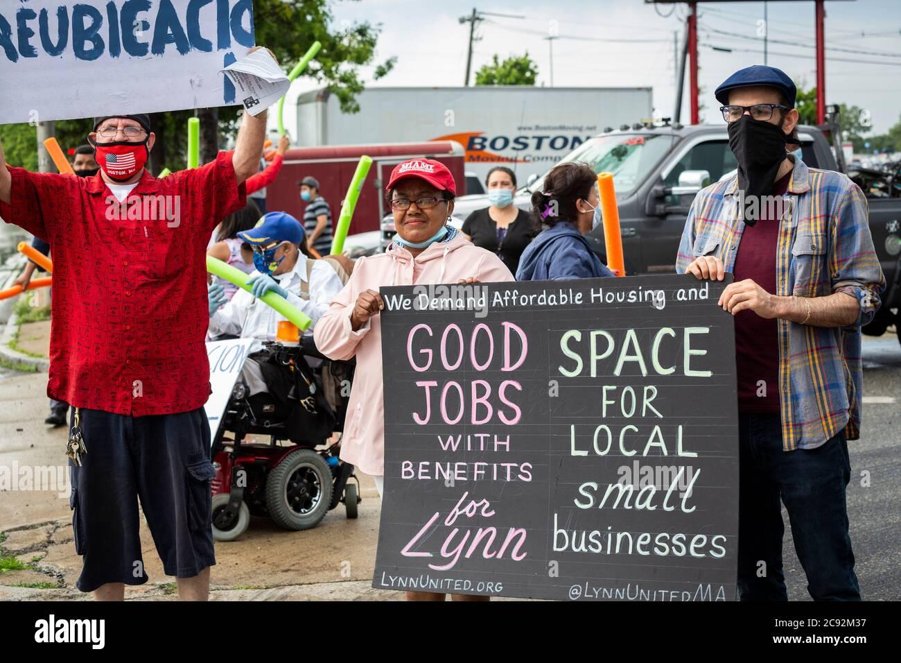28 de junio de 2020. Lynn, MA. La Asociación de Comerciantes de Lynn Way protesta en el LynnMart. Un desfile llamado el Cancelar desalojos Caravan condujo por 24 AP Foto de stock