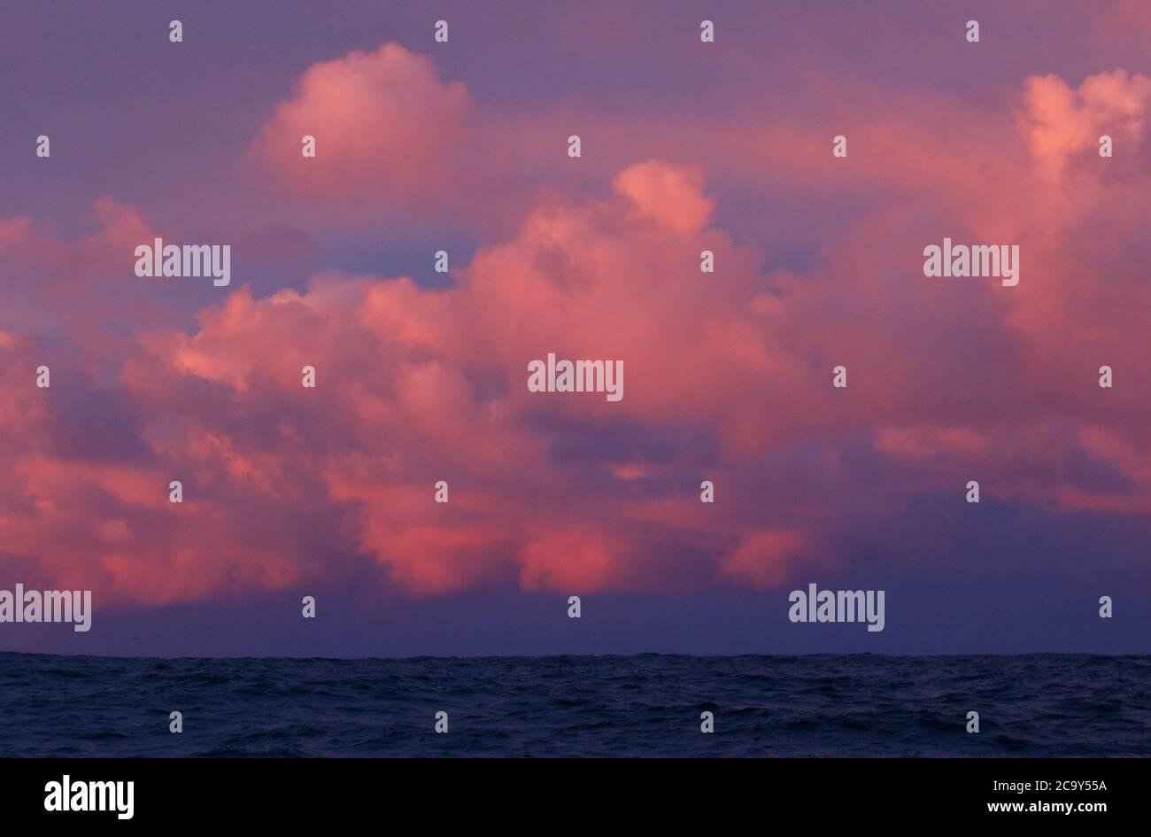 Escena del océano alrededor de Andenes, isla Andoya, Vesteralen, Noruega, Escandinavia, Europa Foto de stock