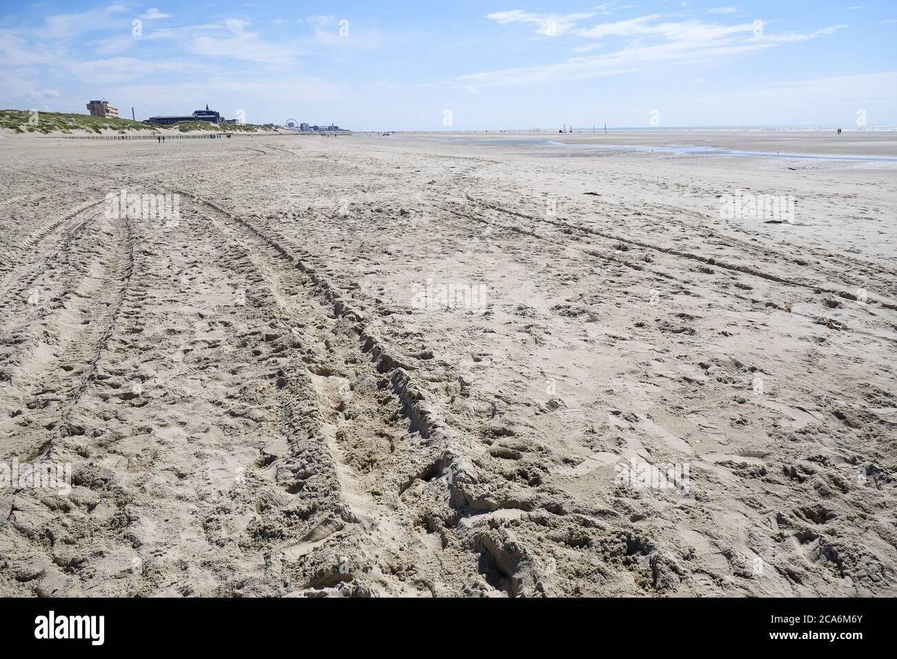 La playa de arena en marea baja, Berck, Pas-de-Calais, Hauts-de-France, Francia Foto de stock
