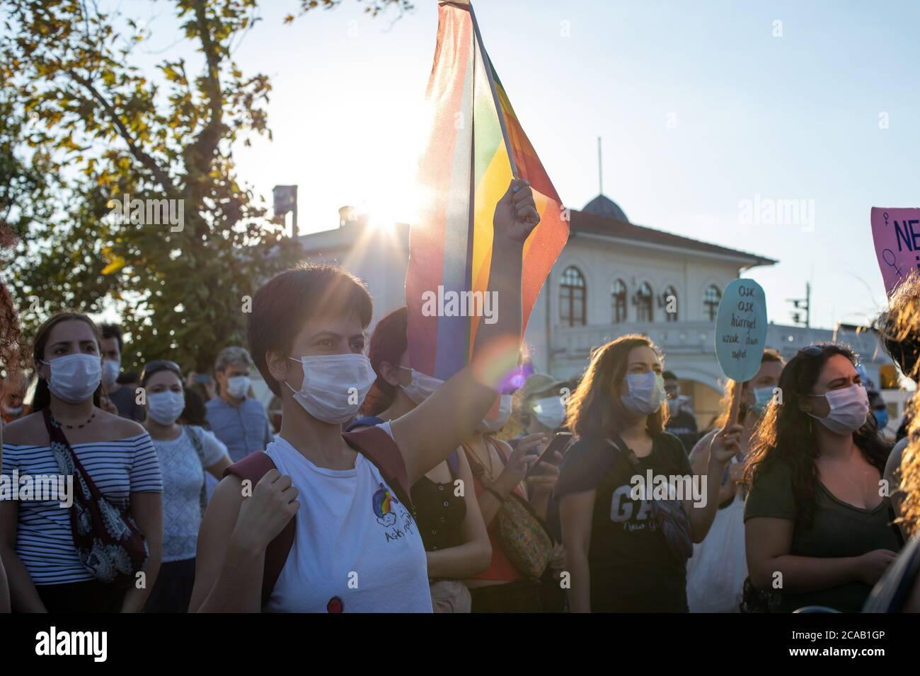 Mujeres para organizar manifestaciones en todo el país el día que AKP discute la Convención de Estambul. Las organizaciones de mujeres realizarán manifestaciones en diversas partes Foto de stock