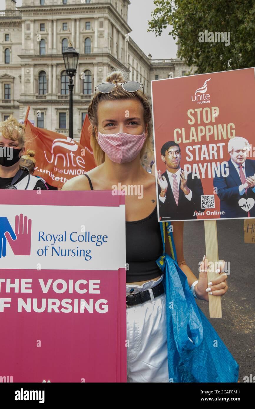 Londres Reino Unido 8 de agosto de 2020 los trabajadores de NHS en todo el país organizaron una ola de protestas exigiendo un aumento salarial del 15% pagado desde el 1 de diciembre de 2020, con el fin de empezar a recuperar una década de salarios perdidos.Paul Quezada-Neiman/ Alamy Live News Foto de stock