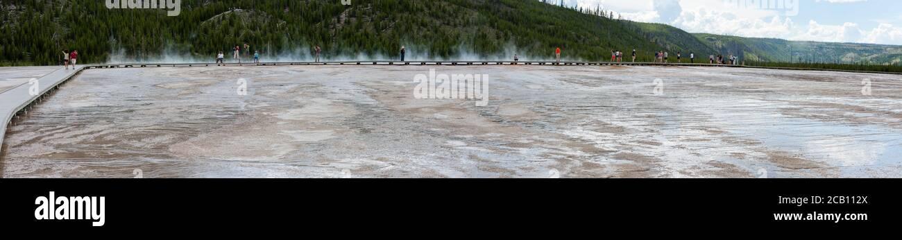 Vista panorámica de la fuente termal Grand Prismatic en Yellowstone Parque Nacional Foto de stock