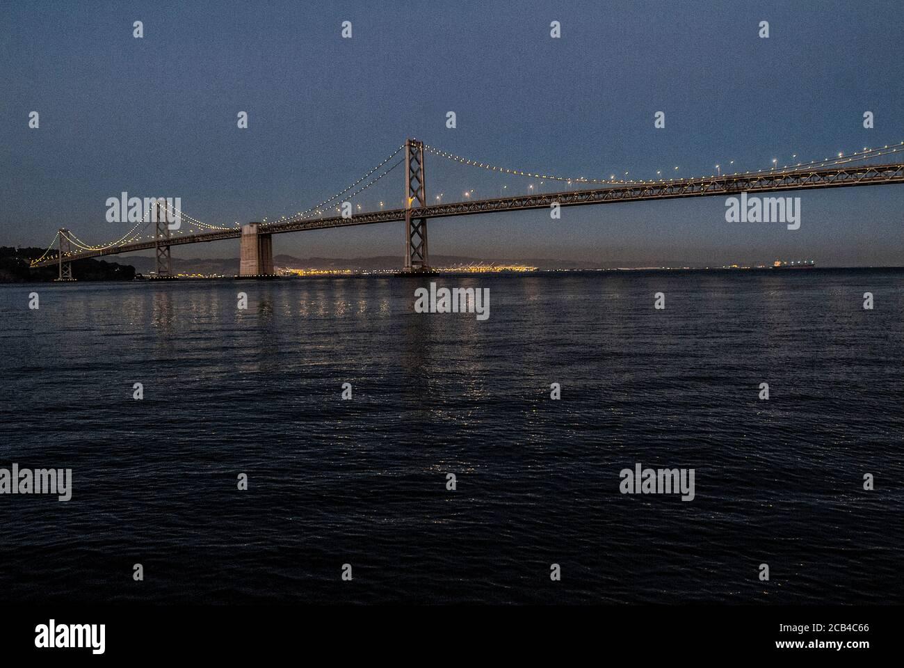 Vista del Puente de la Bahía, que conecta San Francisco con Oakland. Foto de stock