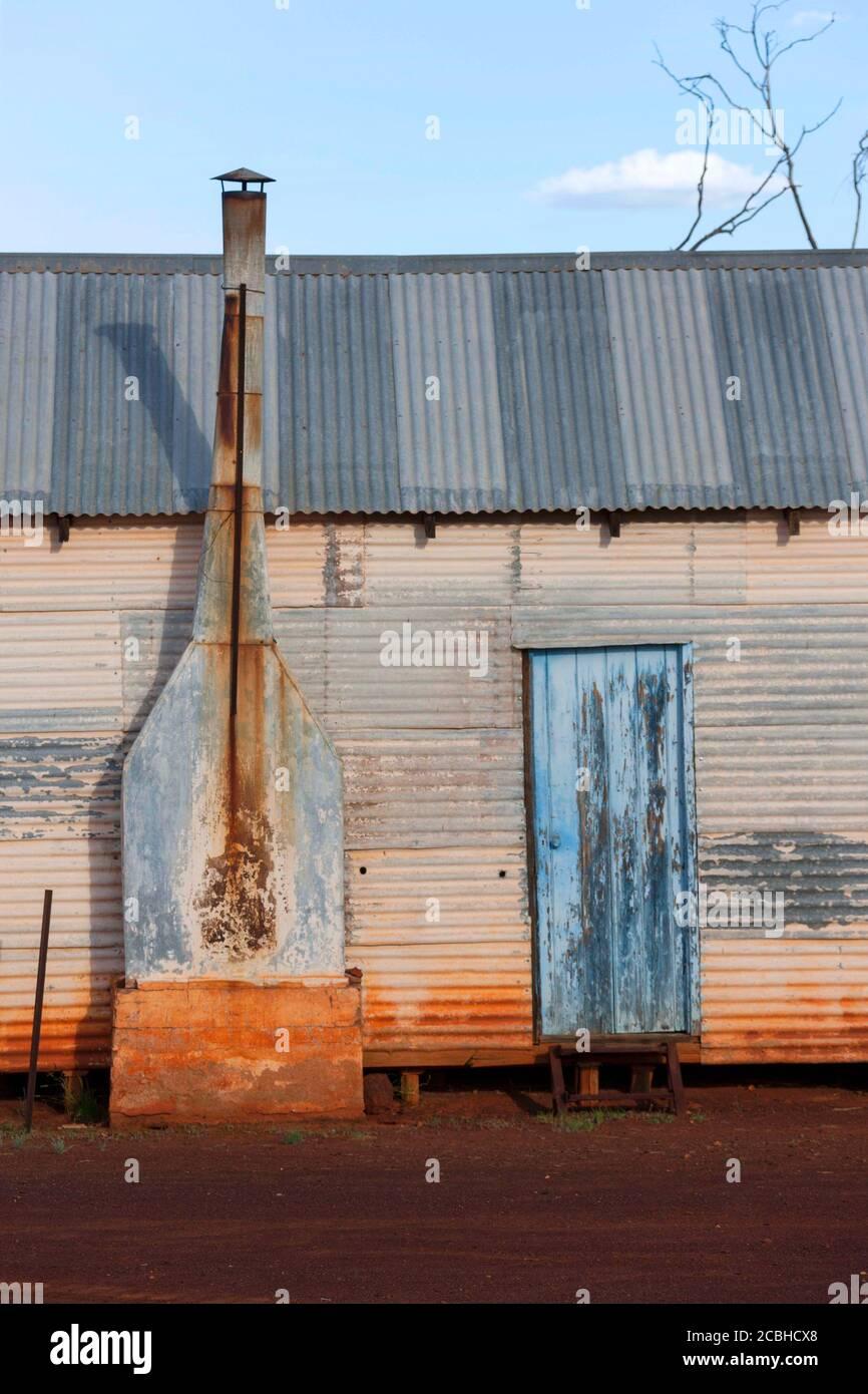 Edificio de hierro corrugado, hacienda del Lago Mason, Central Midlands, Australia Occidental Foto de stock
