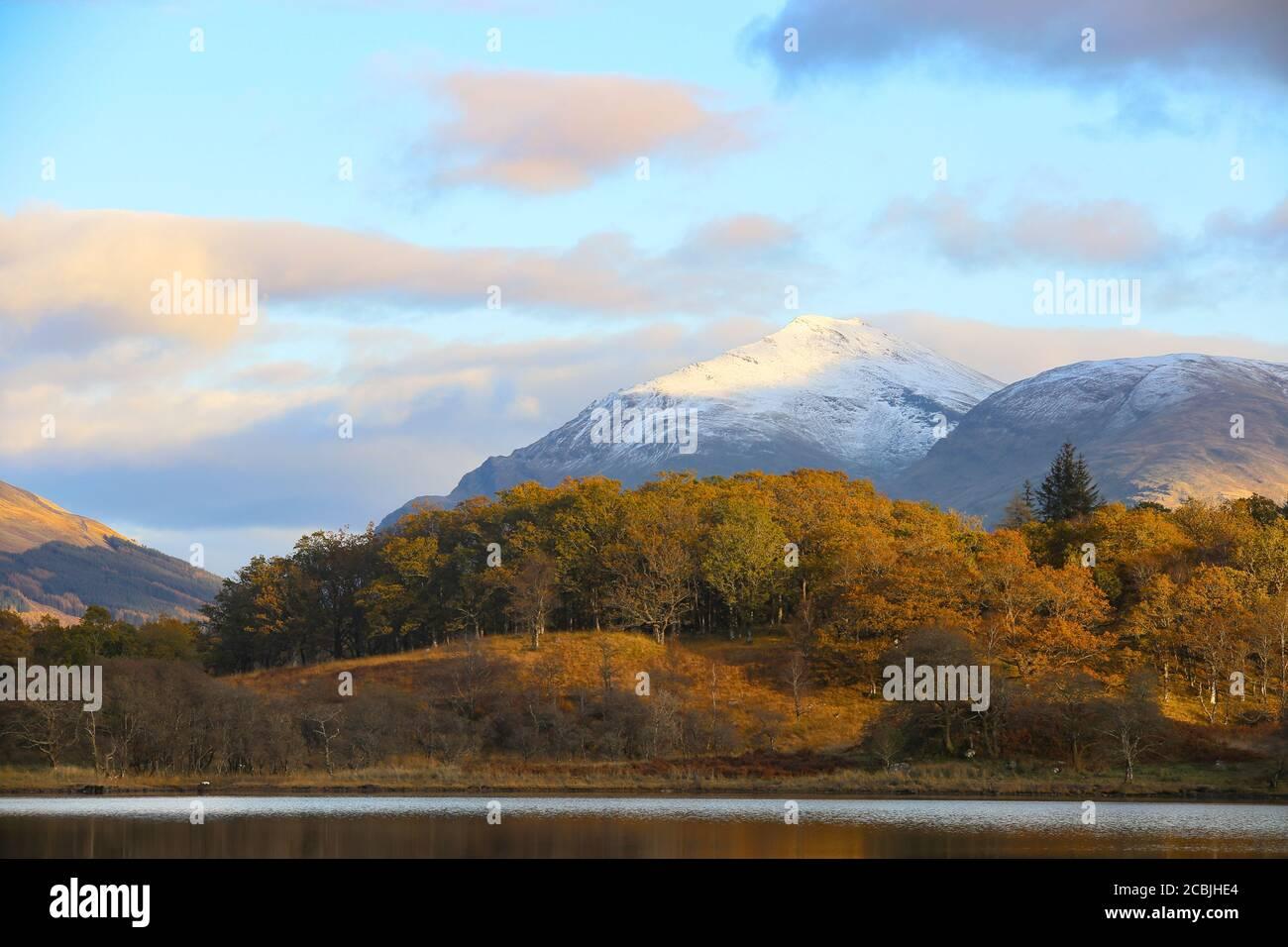 Las montañas escocesas muestran su belleza en el desierto. Foto de stock