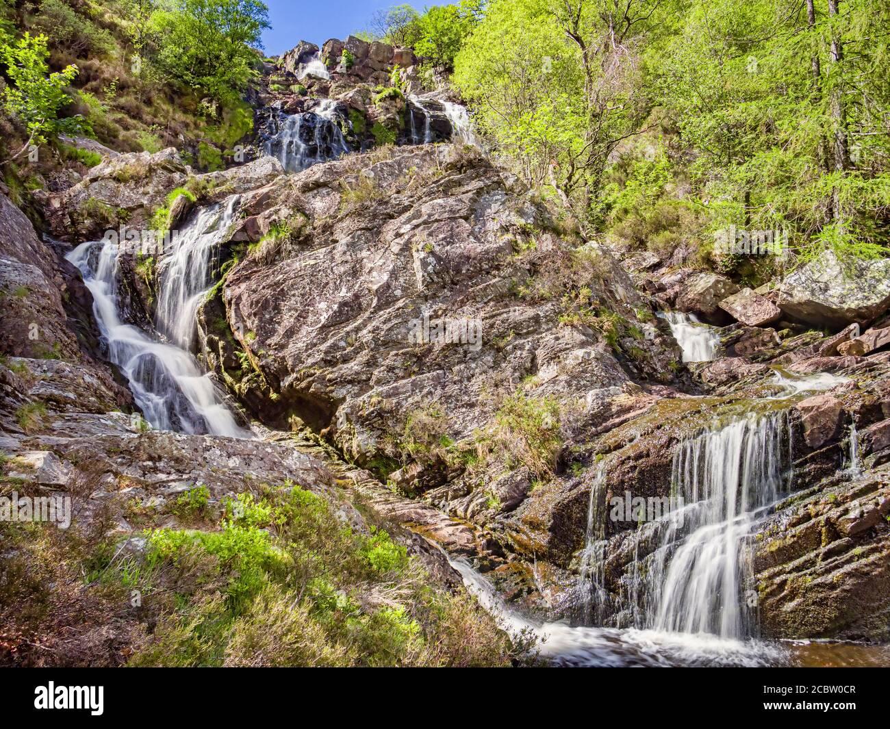 Cascada o Pistyll Rhiwargor Rhyd-y-meincau sobre el río Eiddew encima del lago Vyrnwy, Powys, Gales, Reino Unido. Foto de stock